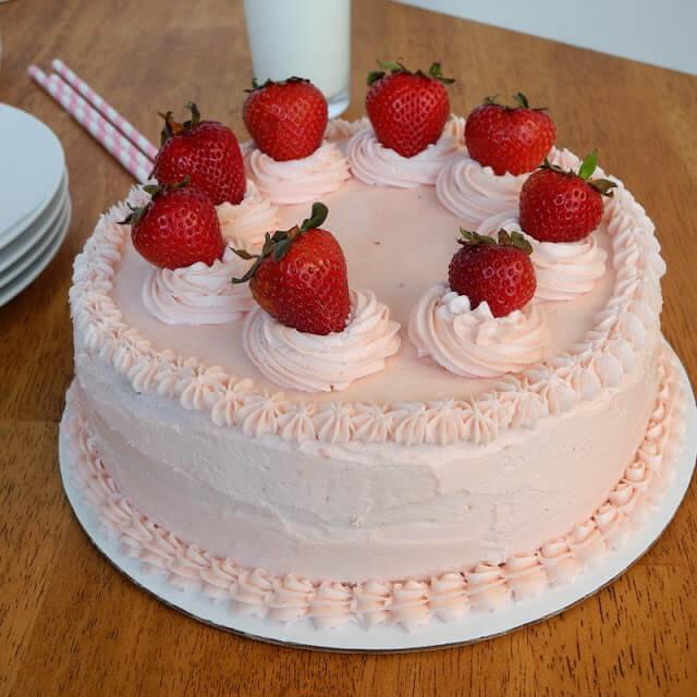 Strawberry Cake(1/2 kg)