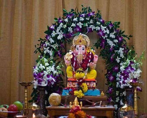 Amazing Eco-Friendly Ganpati Decoration Ideas with Different Flowers at Home