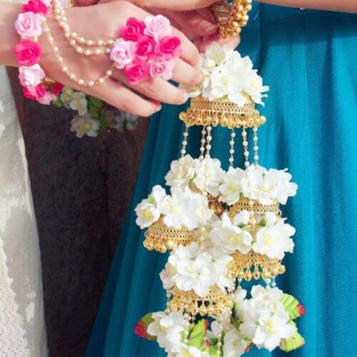 How to Create Flower Jewelry for the Special D-Day