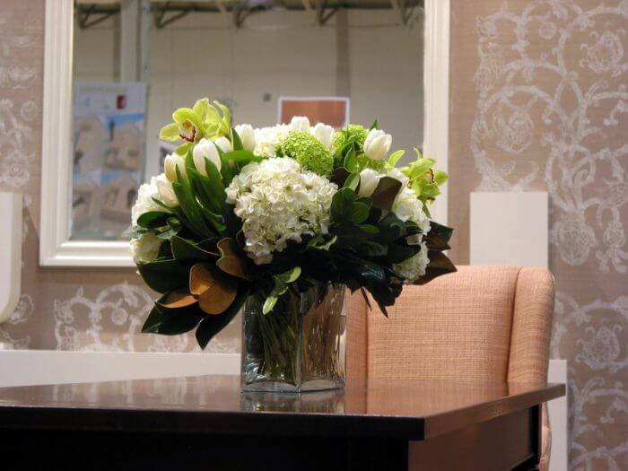 Corporate Flower arrangement online