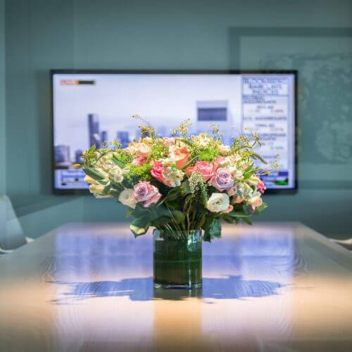How an Exquisite Corporate Flower Arrangement Brings Growth & Prosperity in Your Office