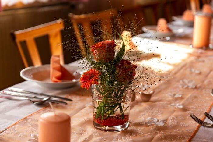 food table flower decoration