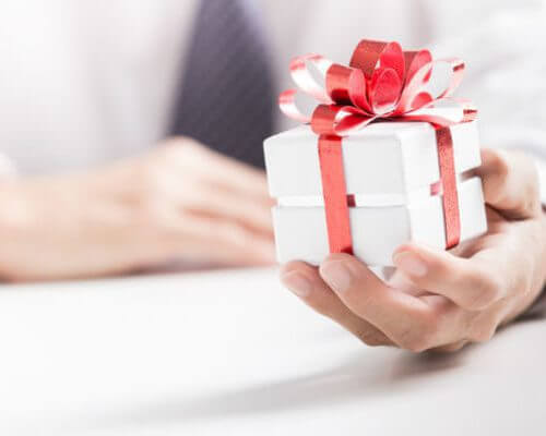 Top 10 Gifting Ideas for Her within Your Budget